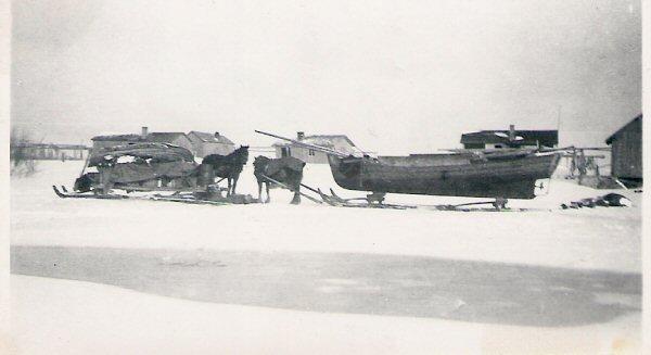 Säljägarnas båtar drogs med häst ut till öppet vatten.