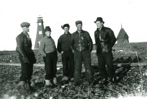 Två lag träffas på Malören. Året är 1943. Fr. v. Sven Olofsson, Set Stenman, Knut Nordkvist, Valfrid Persson, Sten Stenman. Fotograf: troligen Nils Stenman