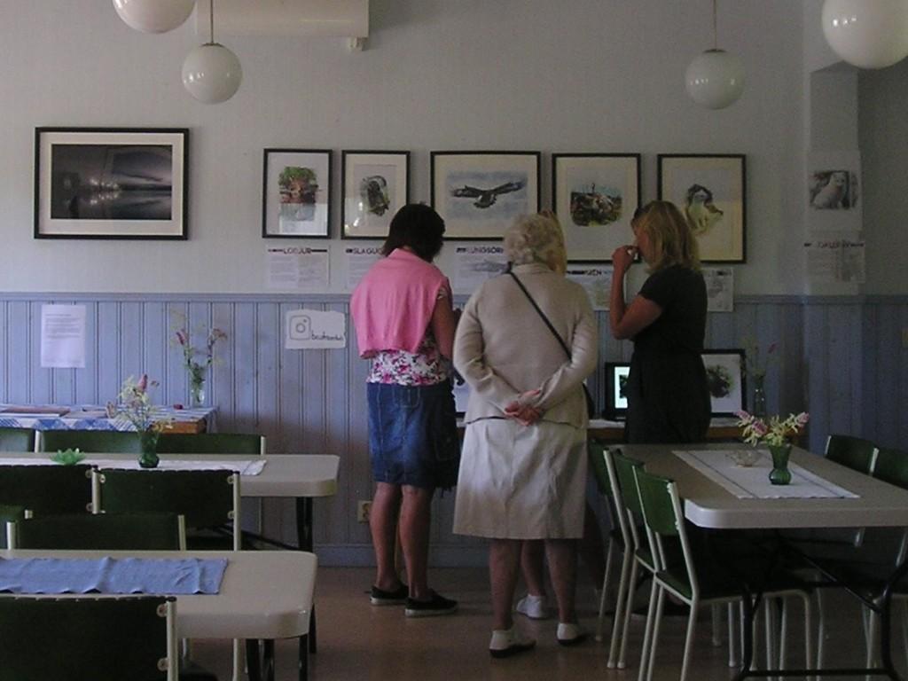 Konstutställning i Bygdegården. Sven Nordlund och Beatrice Olofsson.